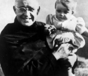 """Padre Américo é """"santo no coração do povo"""""""
