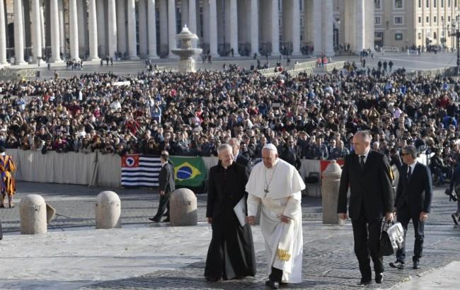 Audiência: Papa denuncia a hipocrisia de falar de paz e construir armas