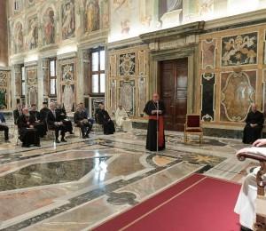 O Papa: abater muros de separação e construir pontes de comunhão